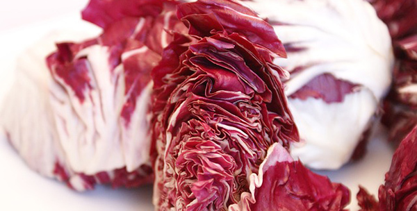 """Ou encore le radicchio, ça commence comme """"radis"""", c'est rouge mais son goût se rapproche de l'endive."""