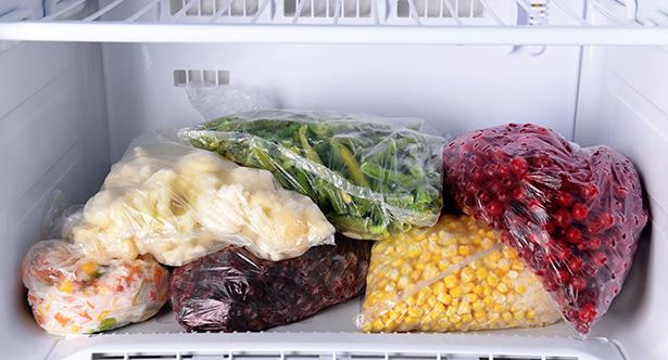 astuces dégivrer et nettoyer le congélateur - fruits et légumes congelés