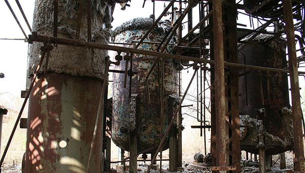 L'usine Union Carbide est toujours en place, les bâtiments n'ont même pas été complètement démantelés (ici en 2008, © CC, Luca Frediani)