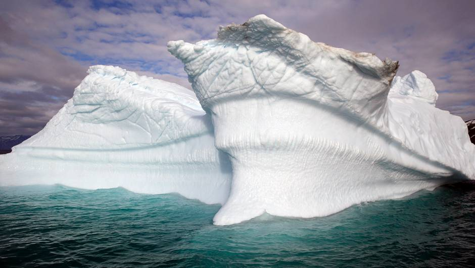 polar-sea-iceberg