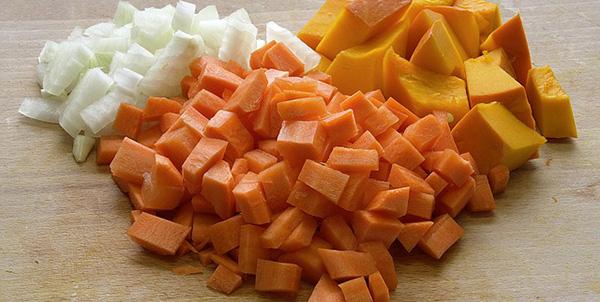 legumes-couscous-vegetarien-carottes-oignons-courge