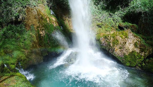 chute-de-la-pissoire-drome-france-eau