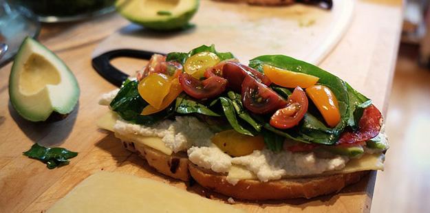 sandwich-legumes-avocats-alimentation