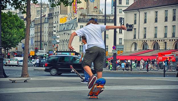 skateboard-adolescent-paris