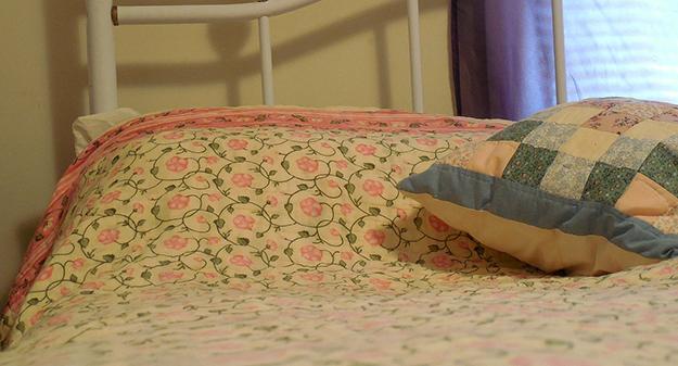 lit-oreiller-chambre-dormir-matin
