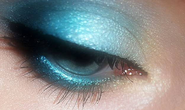 maquillage-femme-yeux-mascara-ombre-a-paupieres-01
