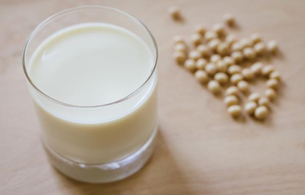 © shutterstock - soy-milk - http://www.shutterstock.com/fr/pic-279573734/stock-photo-soy-milk.html