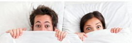 couple dormir lit