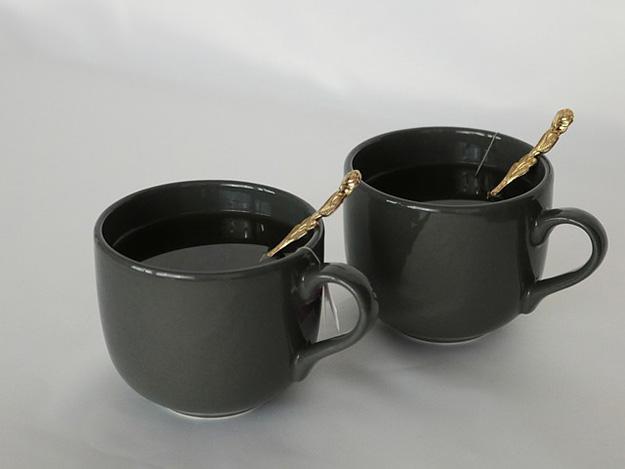 tisane-tasse-caféine-boisson-énergisante-jambes-lourdes