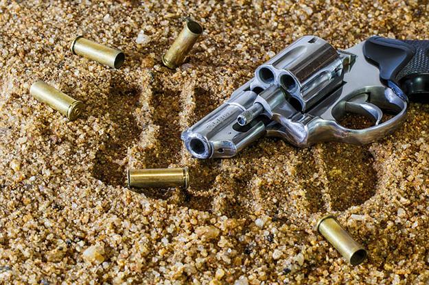 pistolet-scene-de-crime-arme-cartouche-meurtre-homicide