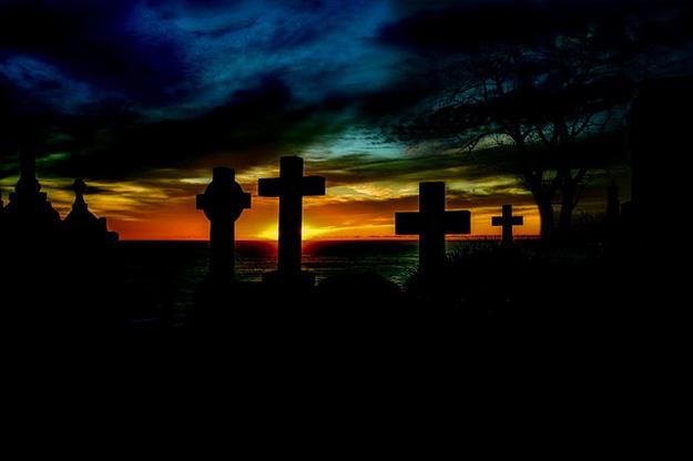 tombe-mort-cimetière-décès