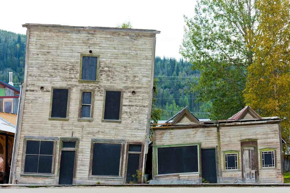 Des maisons s'écroulent du fait de la fonte du permafrost méthane