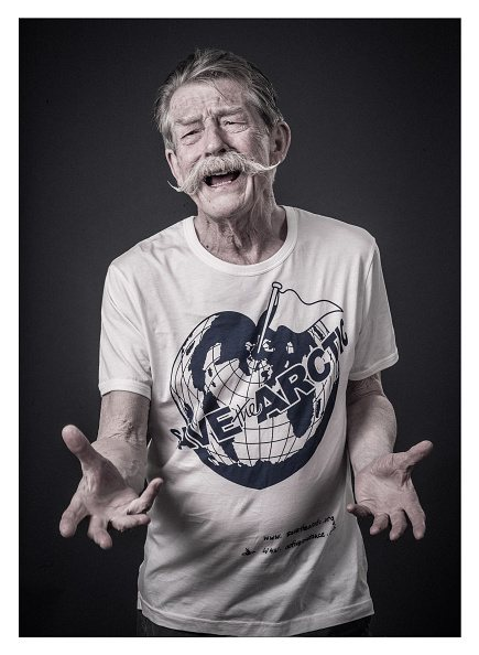 save-the-arctic-arctique-09-john-hurt