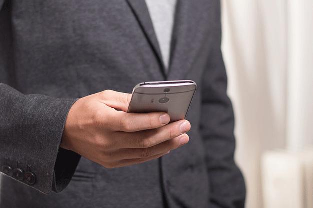 smartphone-telephone-consommation-internet-data-ecran