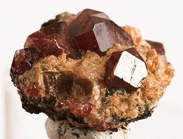 zircon-minerai-pierre-senagal-exploitation