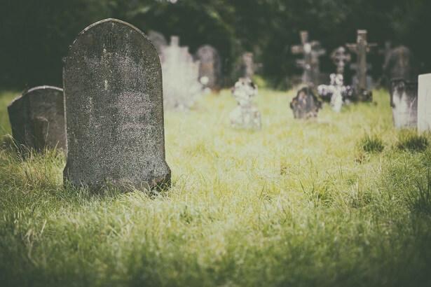 décomposition d'un corps, tombe cimetiere, corps