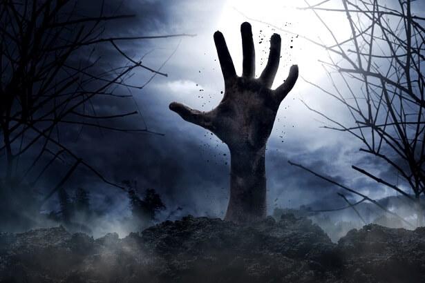 décomposition d'un corps, Zombie qui sort du sol, mort-vivant, corps