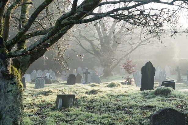 cimetière, décomposition d'un corps
