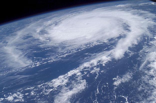 catastrophes-climatiques-tempetes-morts-monde