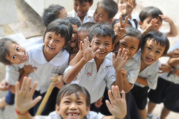 enfants-education-ecole-heureux