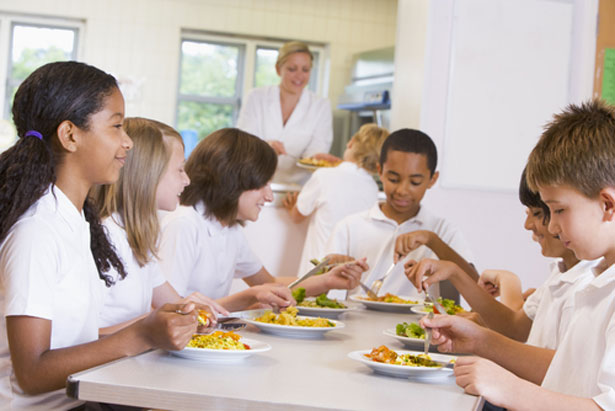shutterstock-cantines-bio-alimentation-enfants
