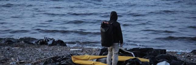 Des sacs pour les réfugiés faits à partir de leurs bateaux gonflables : soutenez