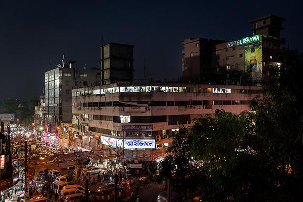 Bangabandhu avenue dans le vieux Dakha, royaume du sur-mesure © Jules Toulet