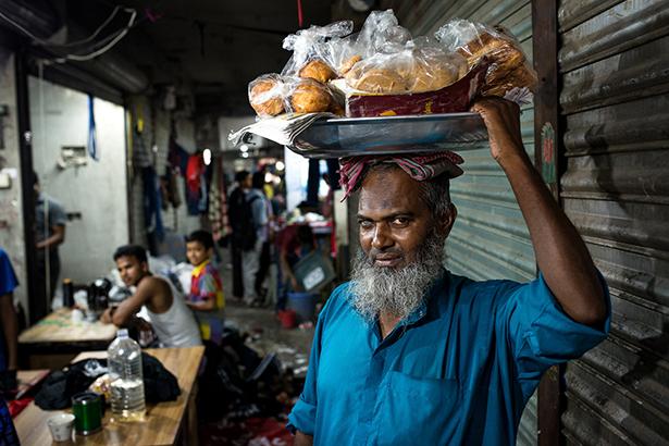 Vendeur de brioches © Jules Toulet