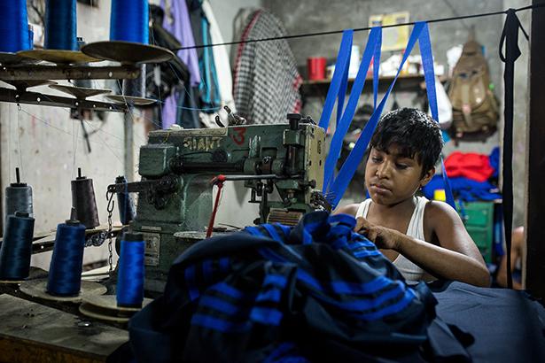 travail des enfants 64 heures par semaine au bangladesh. Black Bedroom Furniture Sets. Home Design Ideas