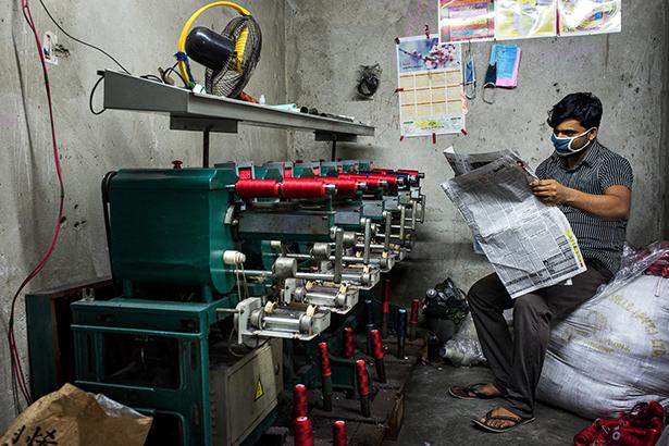 Machine à produire du fil en polyester  © Jules Toulet