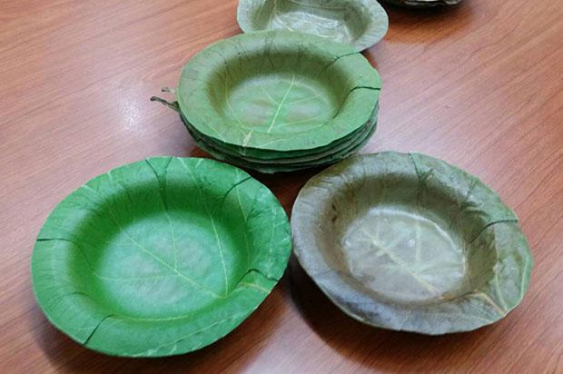 Au Thaïlande, on fait des assiettes biodégradables avec des feuilles
