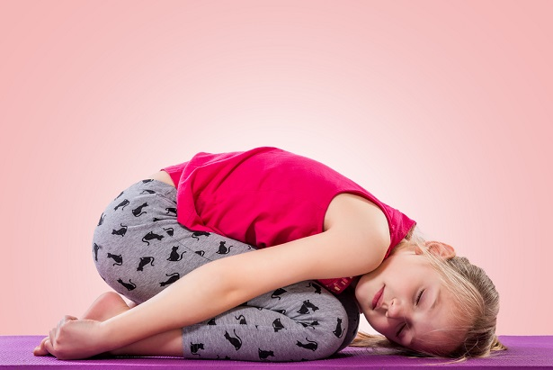 yoga enfant posture escargot