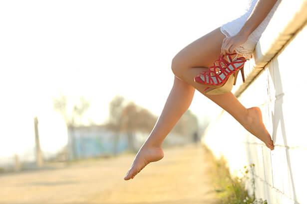 que faire contre les jambes lourdes et les pieds gonflés