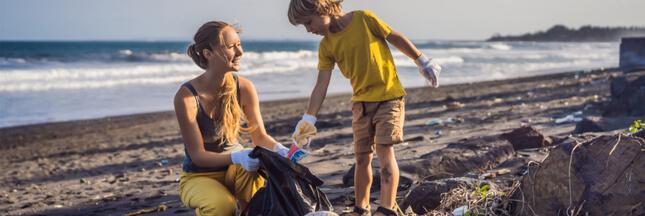 Pour bronzer malin, partez à la chasse aux déchets sur les plages