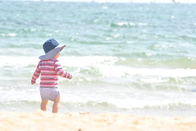bébé plage chapeau