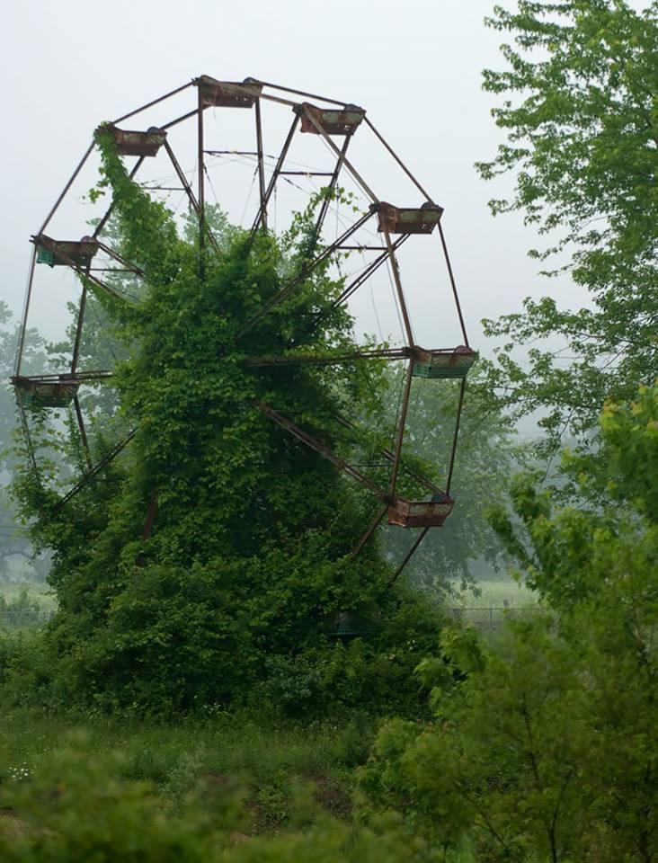 grande roue abandonnée