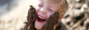 Laissons les enfants se salir dans la nature !