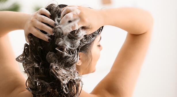 shampoing naturel, no poo ou no shampoo, ne plus se laver les cheveux