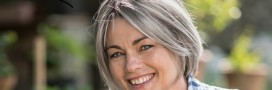 J'assume mes cheveux gris en beauté: 3 astuces naturelles