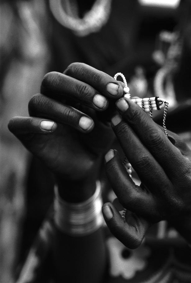 tribu masai mains
