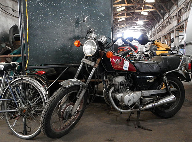 garage moderne moto