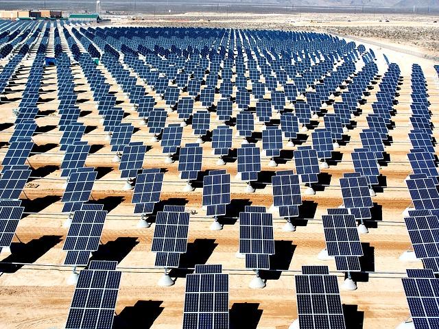 panneaux photolvoltaïques ferme solaire Maroc