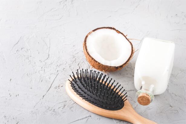 comment utiliser l'huile de coco dents bain de bouche hydrater la peau, huile de coco beauté