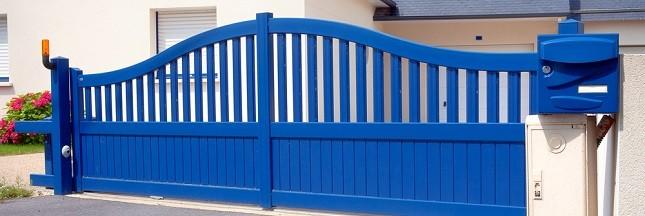 Portes d'entrée et portails en alu pour protéger la maison longtemps