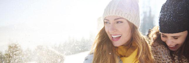 Soleil, montagne et grand air : bons pour le moral, pas pour les cheveux en hiver !