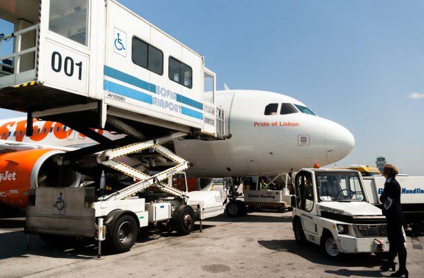 voyage en avion, personnes à mobilité réduite, retard de vol