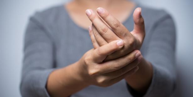clavier douleur main massage