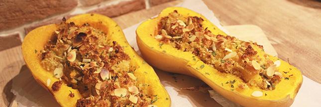 Recette de courges butternut rôties et farcies au quinoa et aux amandes