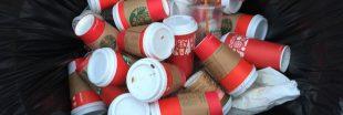 La montagne de gobelets de café à emporter commence à poser problème