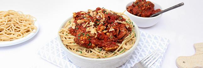Goûtez la bolognaise végétale aux noix, future star de vos plats de pâtes !